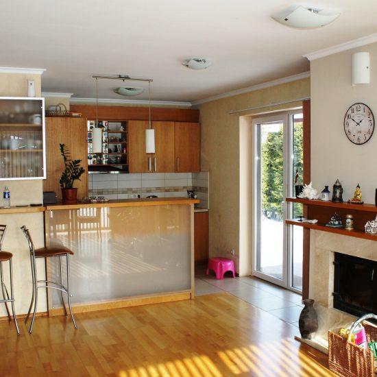 Kompakta virtuve ar leti